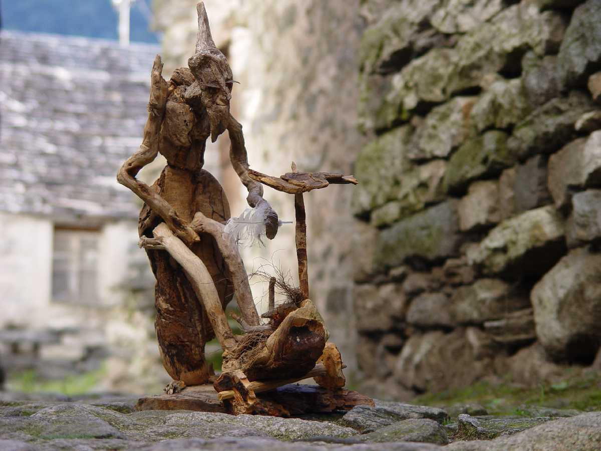 Corippo, Skulpturen aus dem Tal de gruenen Wassers 233