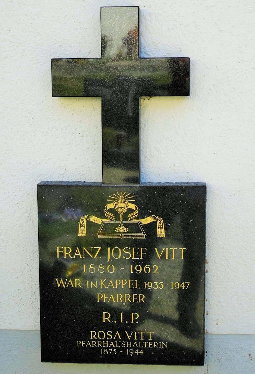 Grabstein Pfarrer Vitt (Bild 2)